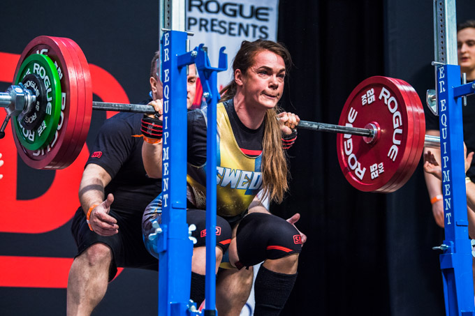 Isabella-von Weissenberg-squat-powerlifting-phase-de-peaking-avant-competition-powerliftingmag