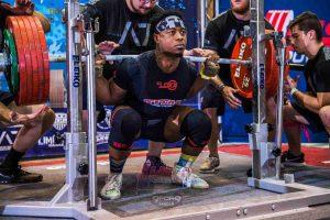 Russel-Orhii-s-squat-plus-de-300-kilos-24-ans-powerliftingmag